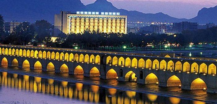 بررسی و ارزیابی خدمات شهری وتوسعه پایدارگردشگری در شهر اصفهان با استفاده ازمدل GIS و SWOT